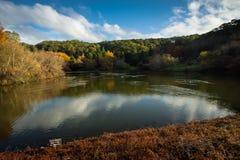 登上顶楼Gardens湖在秋天 库存图片