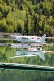 水上飞机的反射在麋通行证的 库存图片