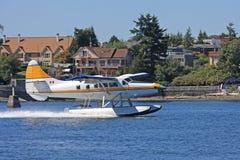 水上飞机着陆 免版税库存照片