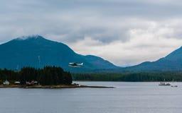 水上飞机离开 免版税图库摄影