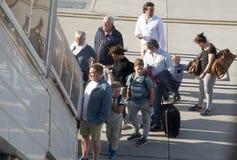 上飞行的乘客通过步 图库摄影