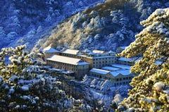 登上黄山在冬天 免版税库存图片