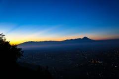 登上Banyak巴图,玛琅-印度尼西亚 免版税图库摄影