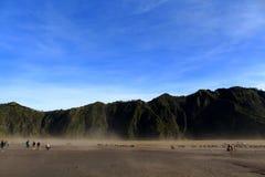 登上Bromo耳语的沙漠  库存图片