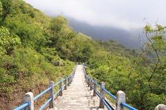 登上galunggung火山口  库存图片