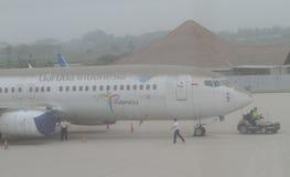 从登上kelud爆发的火山灰报道的飞机 免版税库存照片