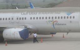 从登上kelud爆发的火山灰报道的飞机 库存图片