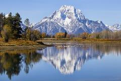 以登上Moran和秋天颜色为特色的Oxbow弯 免版税库存照片