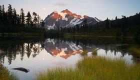 登上Mt Shuskan高山Picture湖北部小瀑布 免版税库存图片