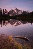 登上Mt Shuskan高山Picture湖北部小瀑布 免版税图库摄影