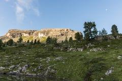登上Nuvolau在日出,白云岩,威尼托,意大利 免版税库存图片