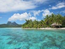登上otemanu和热带盐水湖 免版税库存图片