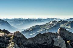 从登上Saentis,瑞士,瑞士阿尔卑斯的山景 库存图片