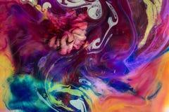 水下五颜六色的液体 抽象五颜六色的构成 库存图片