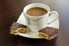 下午咖啡和蛋糕 免版税库存图片