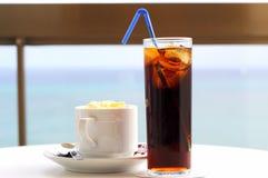 下午咖啡焦炭茶点 免版税图库摄影