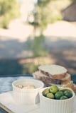 下午开胃小菜,它是好的生活 免版税库存照片