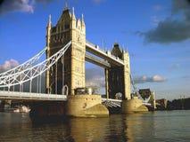 下午桥梁伦敦塔 免版税库存照片