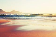 下午海浪在天堂 免版税库存图片