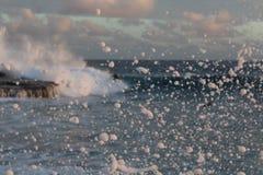 下午海浪浪花 库存照片