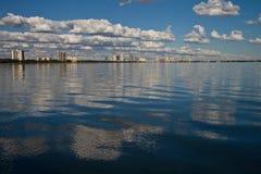 下午海湾远景 库存图片