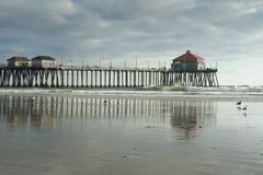 下午海滩亨廷顿码头反映 免版税库存照片