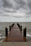 下午码头风雨如磐的垂直 免版税图库摄影