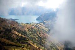 下午视图Segara Anak湖Rinjani 免版税库存图片