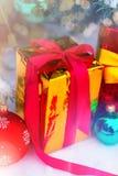 下圣诞节礼物结构树 免版税库存照片