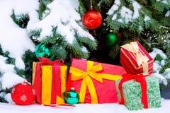 下圣诞节礼物结构树 免版税库存图片