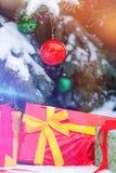 下圣诞节礼物结构树 库存照片