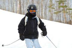 下坡女孩滑雪 图库摄影