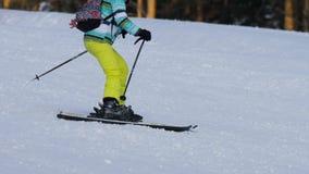 下坡非职业滑雪者女孩 股票视频