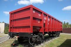 下塔吉尔,俄罗斯- 2016年6月1日:照片红色货物无盖货车,模型12-175 Uralvagonzavod博物馆 图库摄影