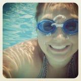 水下少妇乐趣的instagram  免版税图库摄影