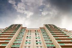 下新的市政房子 免版税库存照片