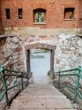 下来台阶与扶手栏杆 库存照片
