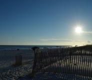 去下来在海滩的太阳 免版税库存图片