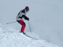 下来小山滑雪 免版税库存照片