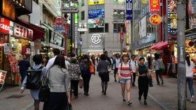 下来平底锅繁忙的涩谷购物区白天-涩谷,东京日本 股票录像