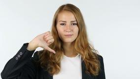下来拇指由女实业家,美丽的女孩,画象,白色背景 股票视频