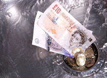 下来排泄被洗涤的货币 库存照片