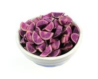 下来查找被扎营的土豆紫色 库存图片