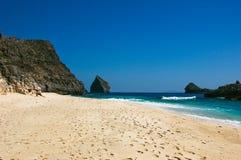 下来海滩峭壁 免版税库存图片