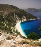 下来海滩myrtos路 免版税库存图片
