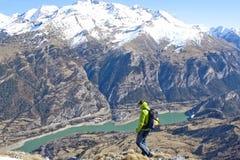 下来的登山家 免版税库存照片