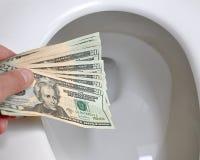下来货币投掷的洗手间 免版税库存图片