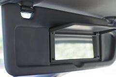 下来车遮阳与开放乘客的镜子 图库摄影