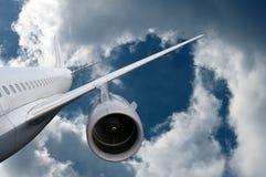 下来飞机飞行 免版税库存照片