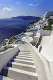 下来Aegan海,圣托里尼海岛的绕台阶 免版税库存照片